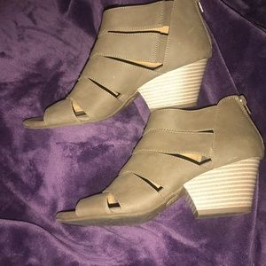 Natural soul Ankle Toe out booties